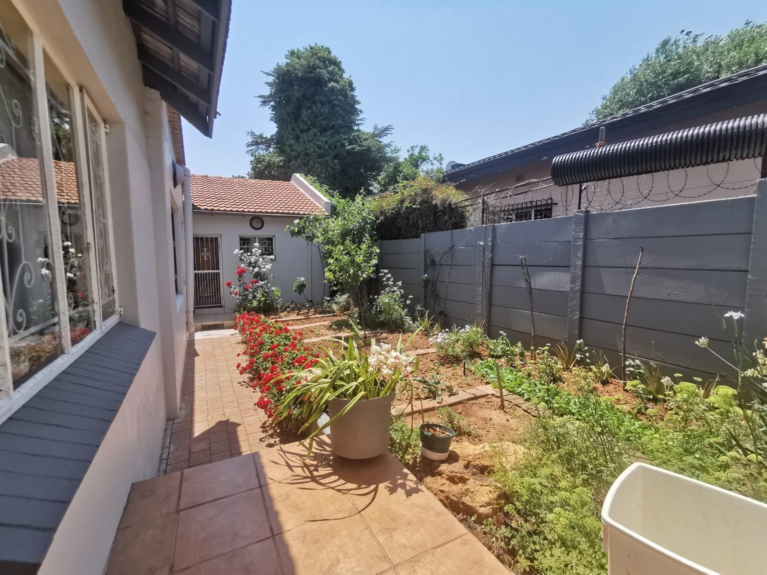 House For Sale in Sunnyridge