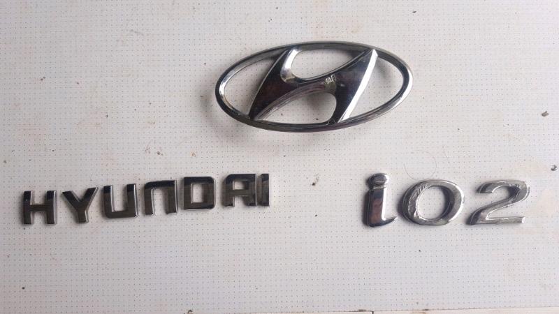 Hyundai i20 badge set