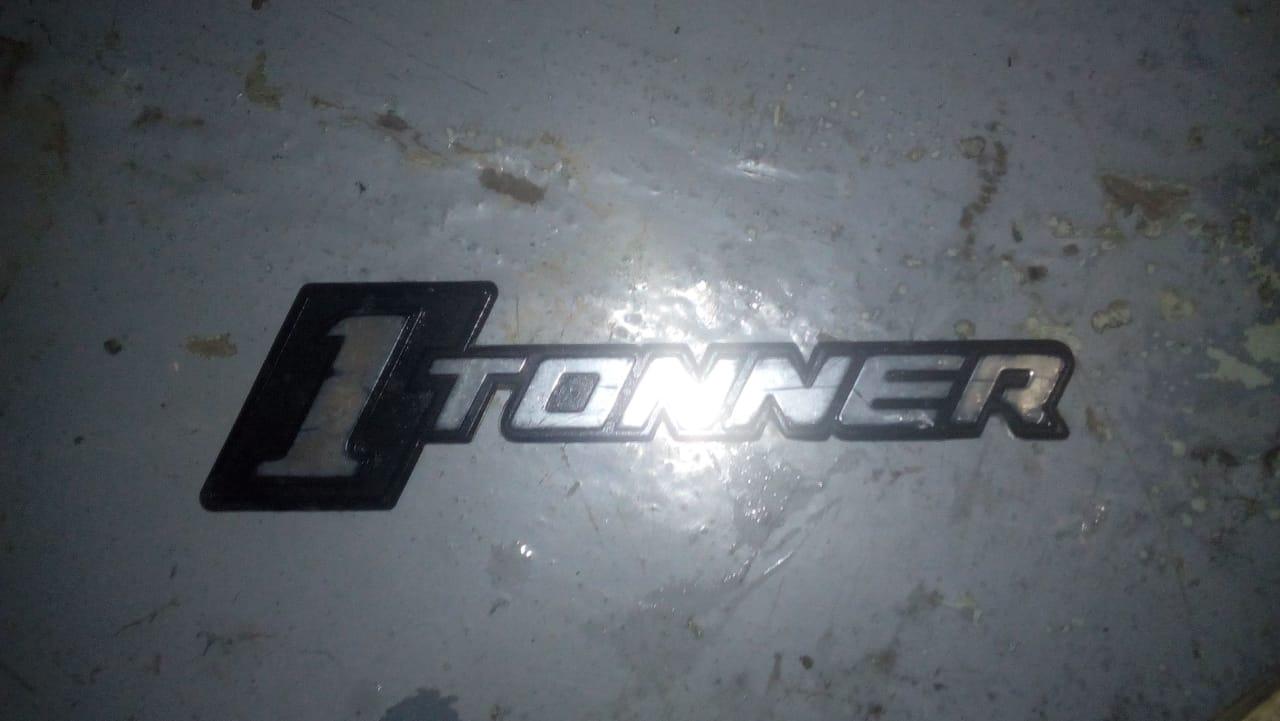Nissan 1 tonner badge