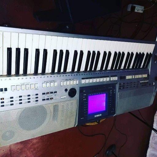 Yamaha psr700