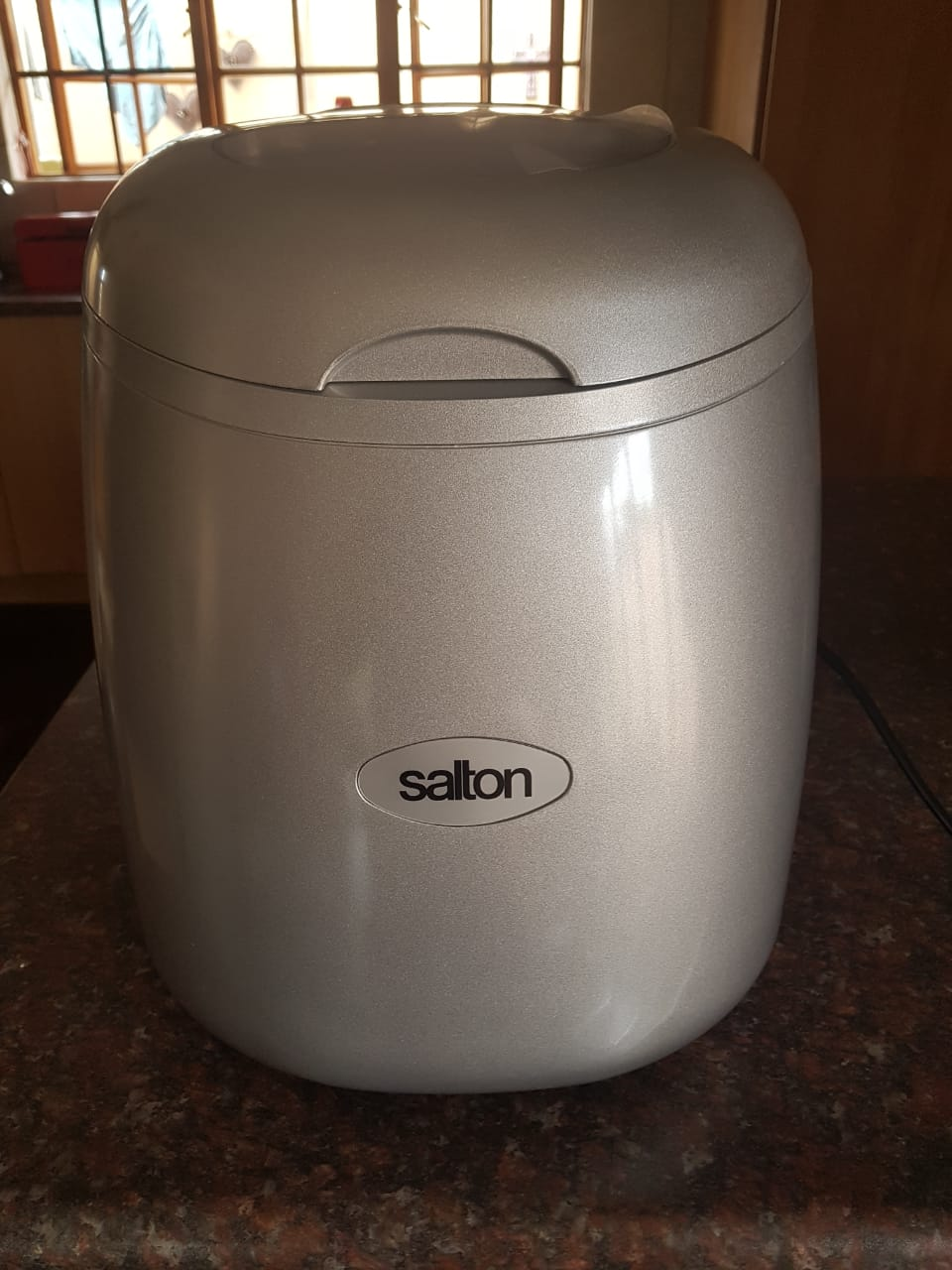 SALTON 12 kg ICE MAKER