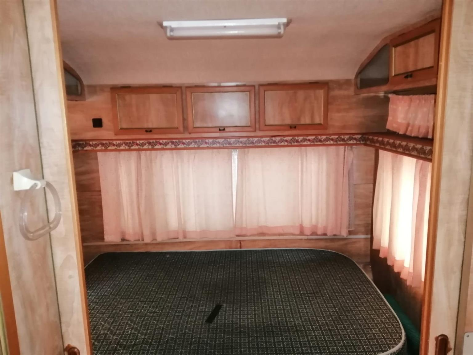 Caravan for sale in good condition, year mode 1987,it has got no problem,