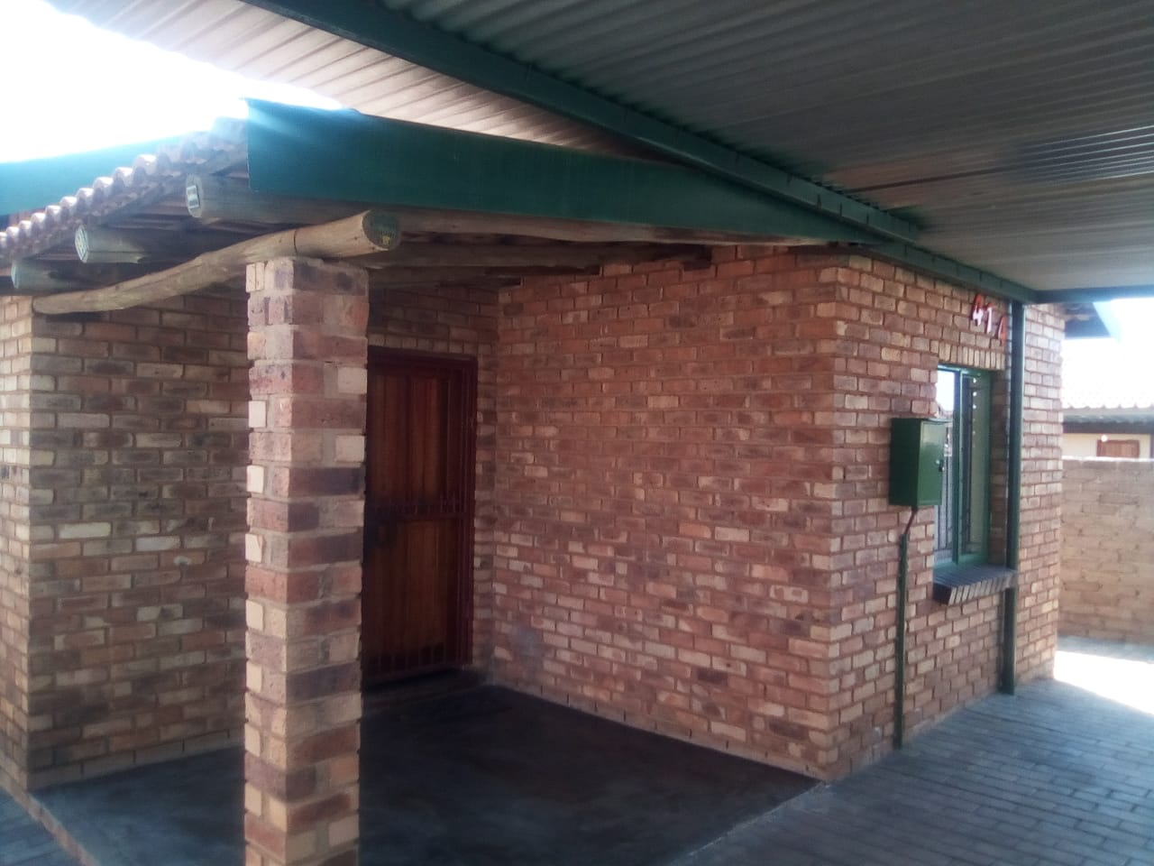 Stunning and spacious 3 bedrooms House for Sale in Soshanguve uu