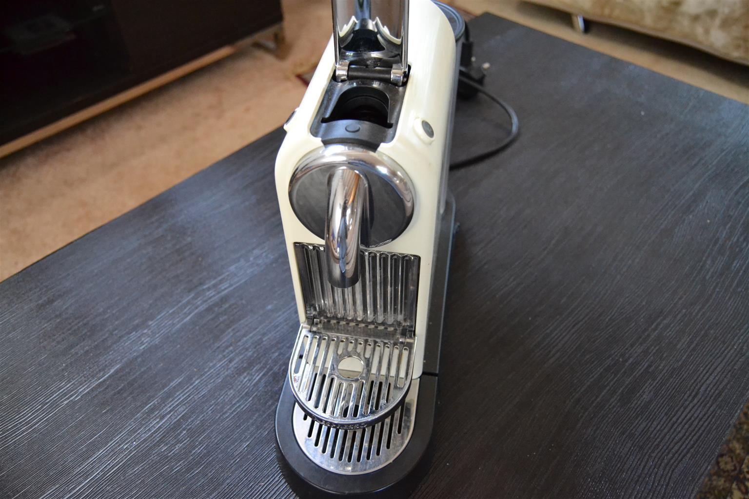 Nespresso CitiZ machine and Nespresso pod holder - white