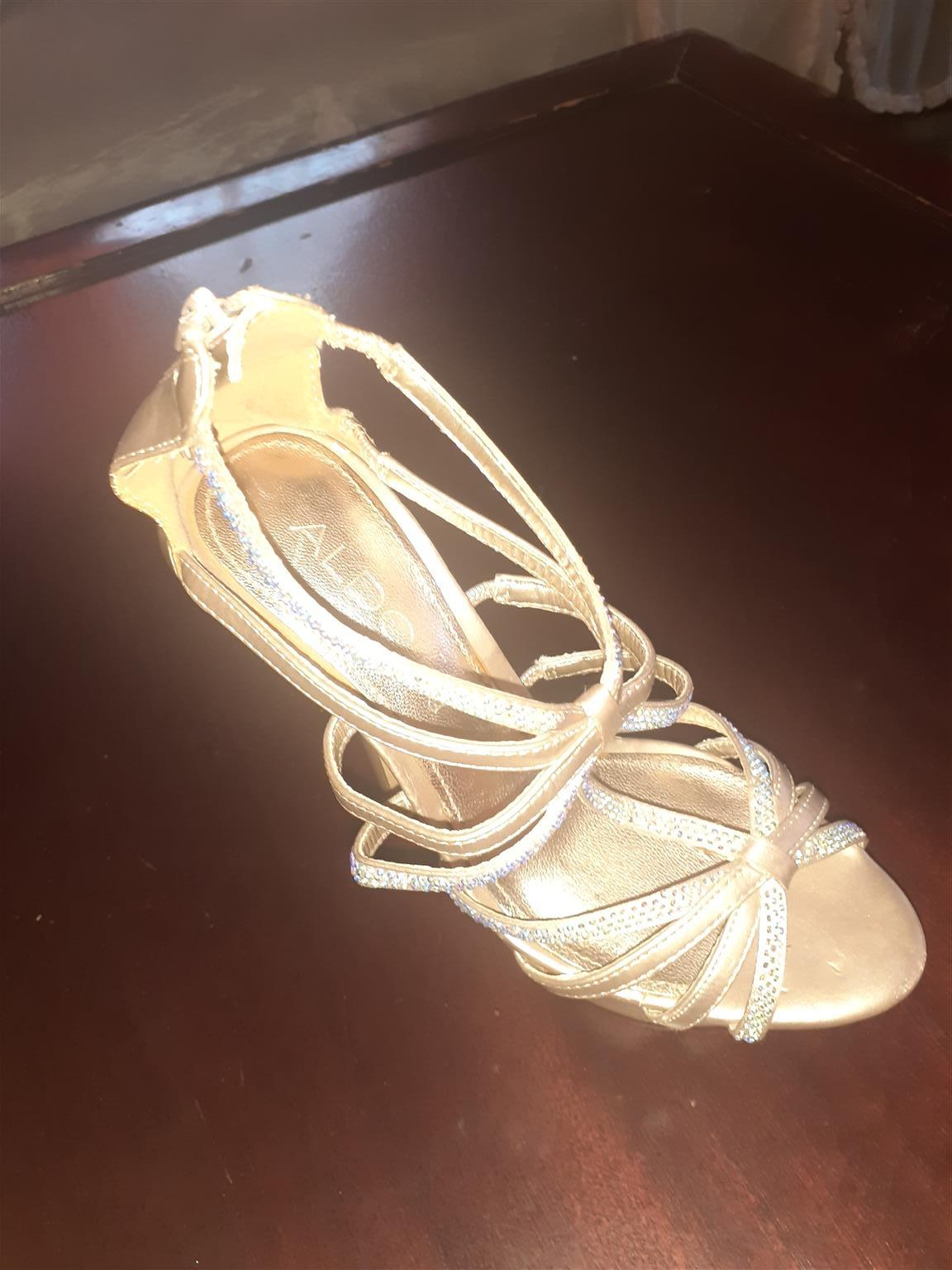 Long heels shoes with straps, pink in color,they are a size 4 fron Zara.