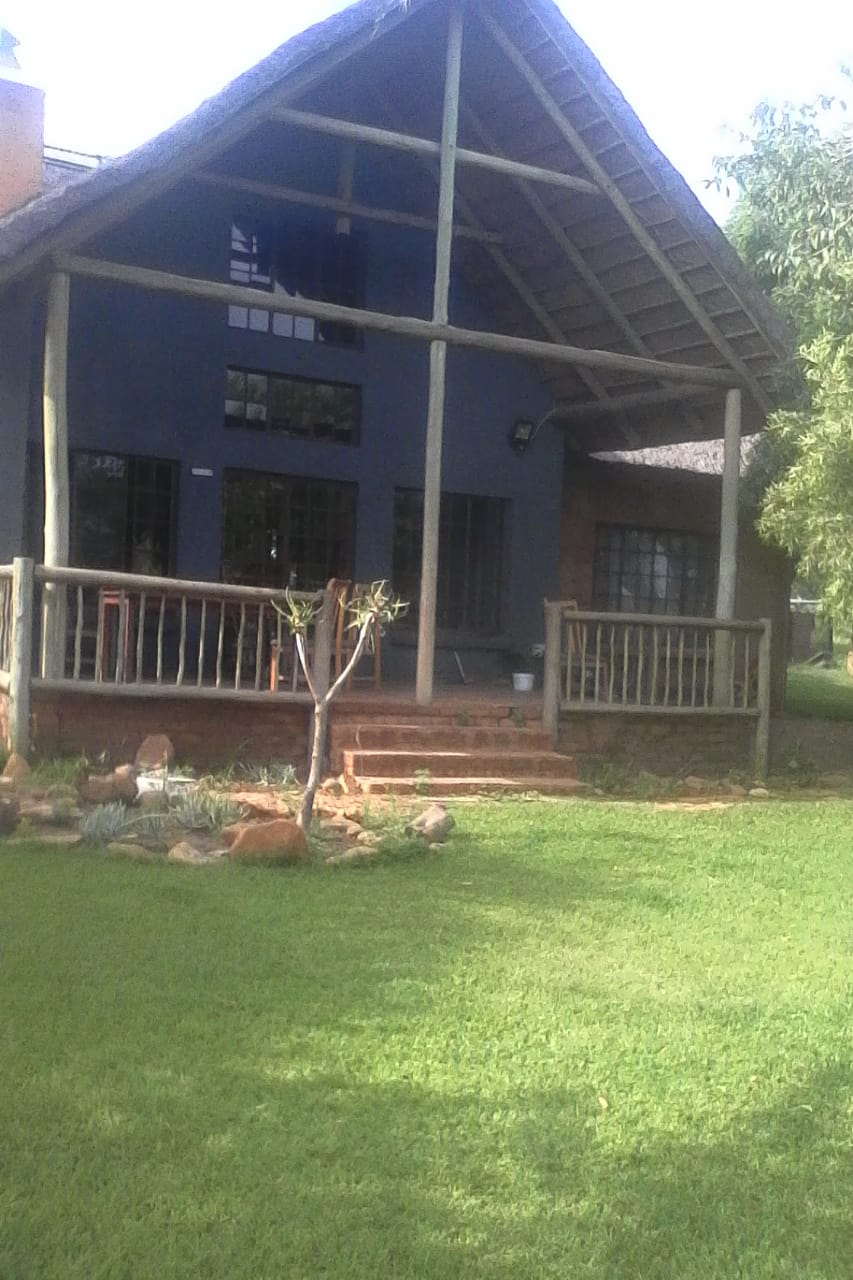 HOUSE TO RENT IN THE HEART OF BUNDU FLYINESTATE...  3 BEDROOM 2 BATHROOM 2 GARADGES WITH A DINING ROOM, KITCHEN FULLY TILED SPACIOUS LOVELY NEAT HOUSE ON A PRIVATE LOCATION PERFECT LOCK AND GO !!