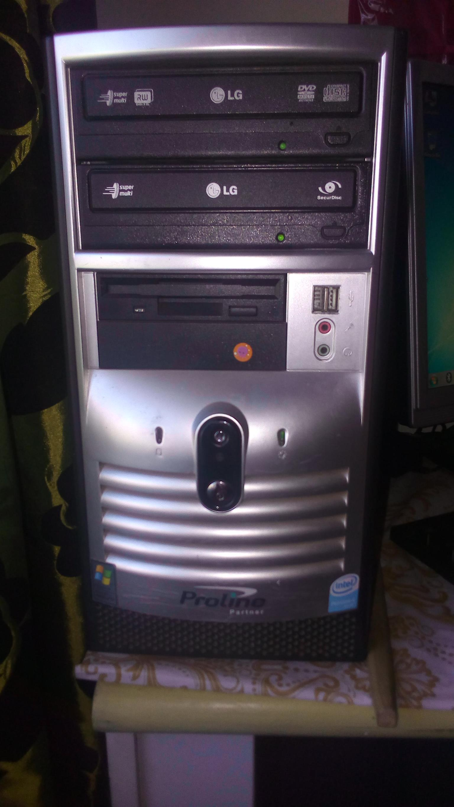 Pentium 4 exl cond screen and all in foto