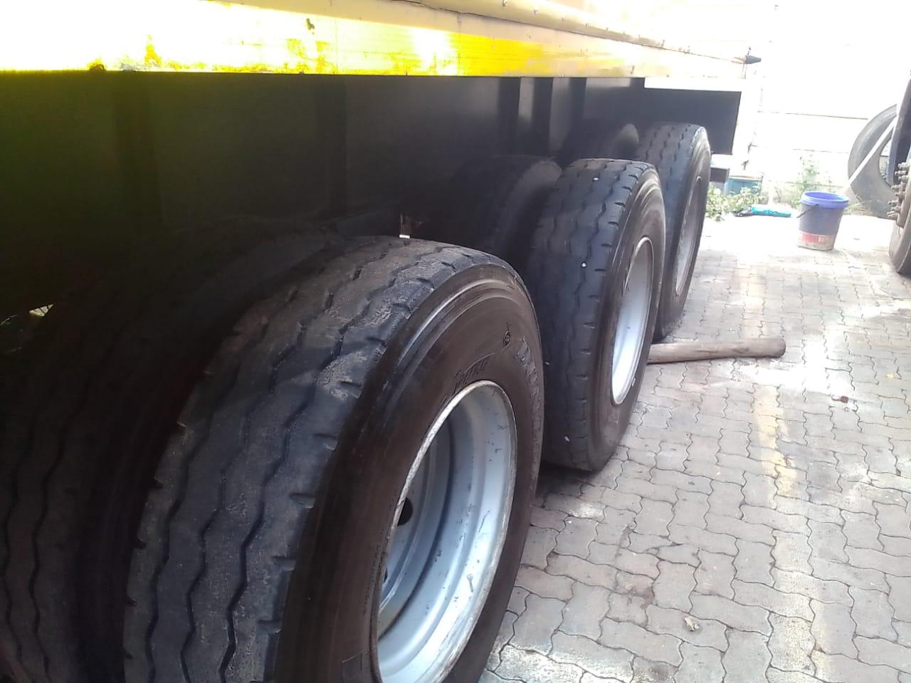 4 zelna 2004 model 15m Box trailers for sale