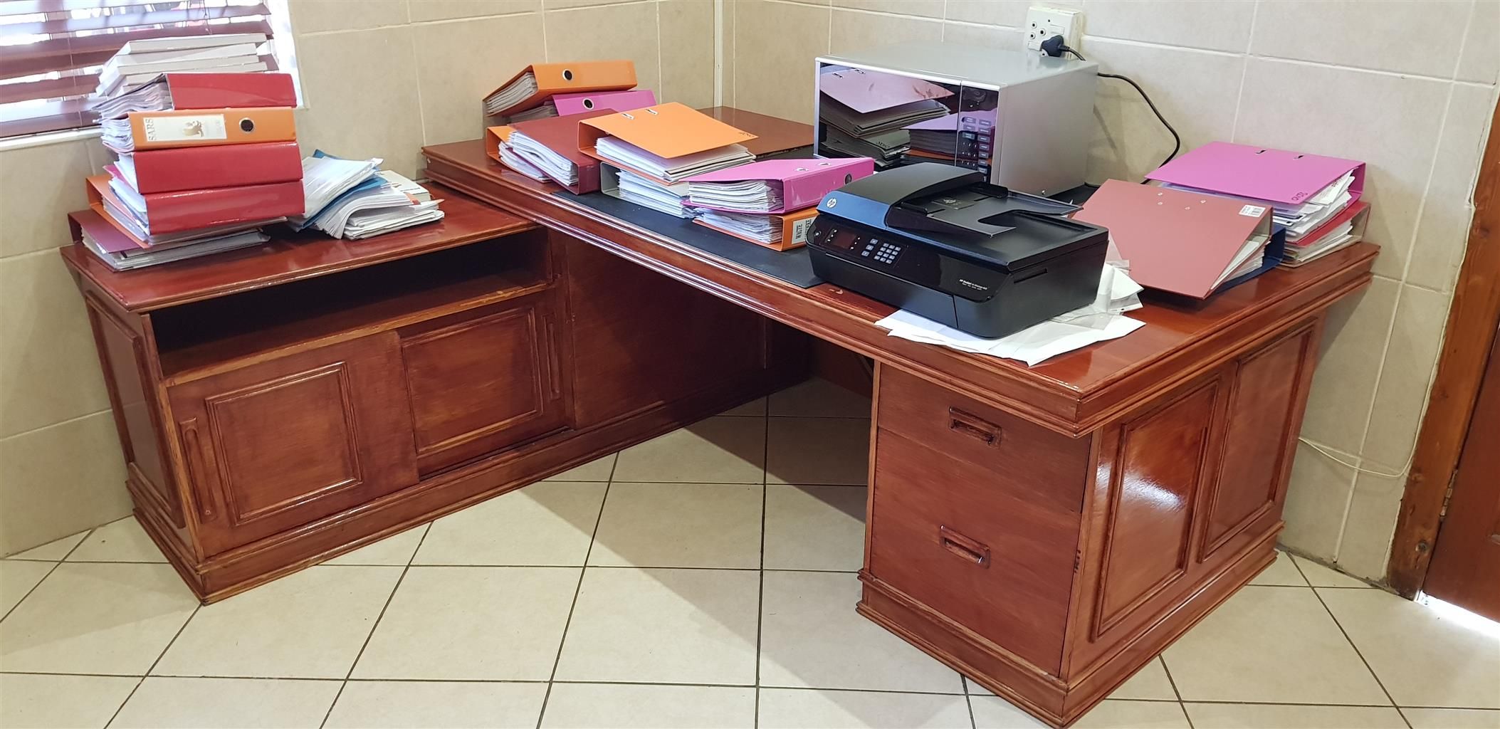 Category office and business office furniture desks