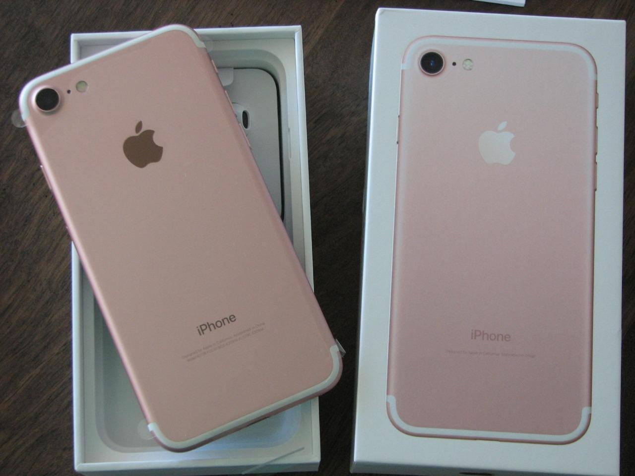 cad337dd199 iPhone 7 GOLD 128gb with box and all accessories