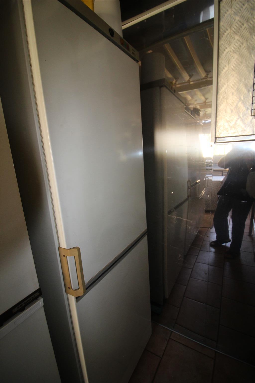 Single Door 270 Ltr Freezer<>BOSCH