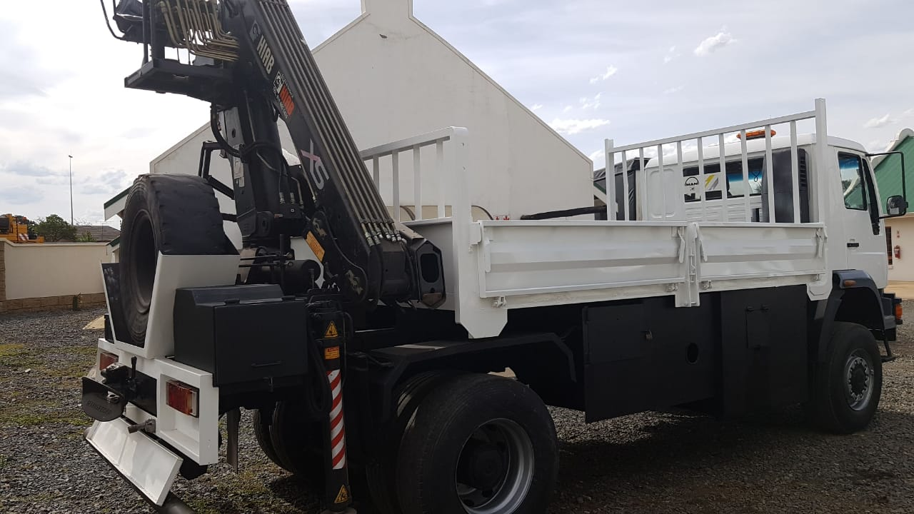 2009 MAN M2000, LE18.220, 4x4 Side tipper dropside and Crane