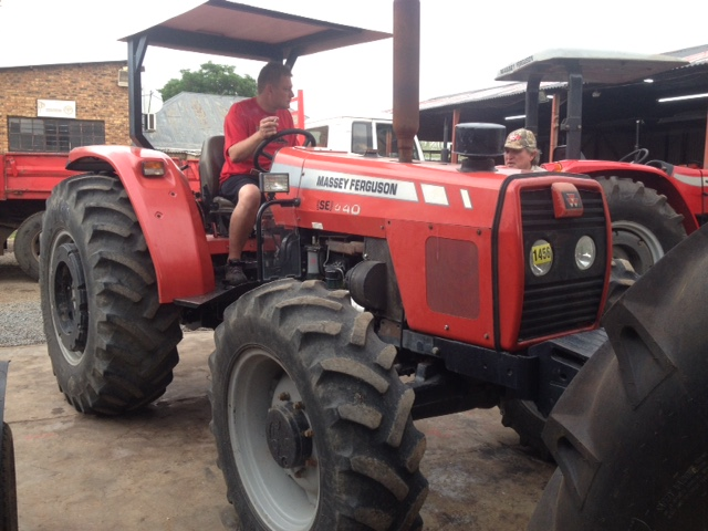 Red Massey Ferguson (MF) 440 4x4 Pre-Owned Tractor