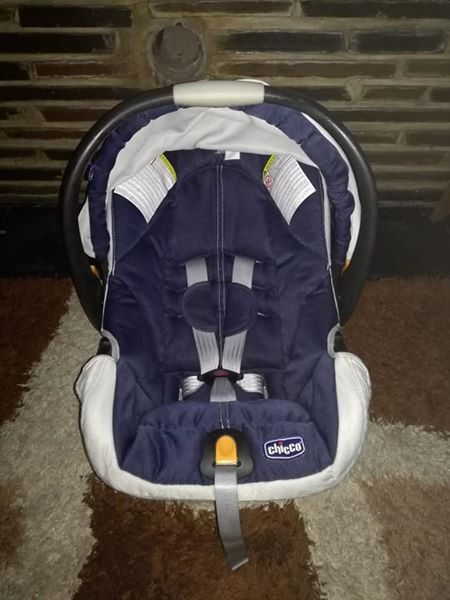 Chicco Car Seat In Excellent Condition For Sale