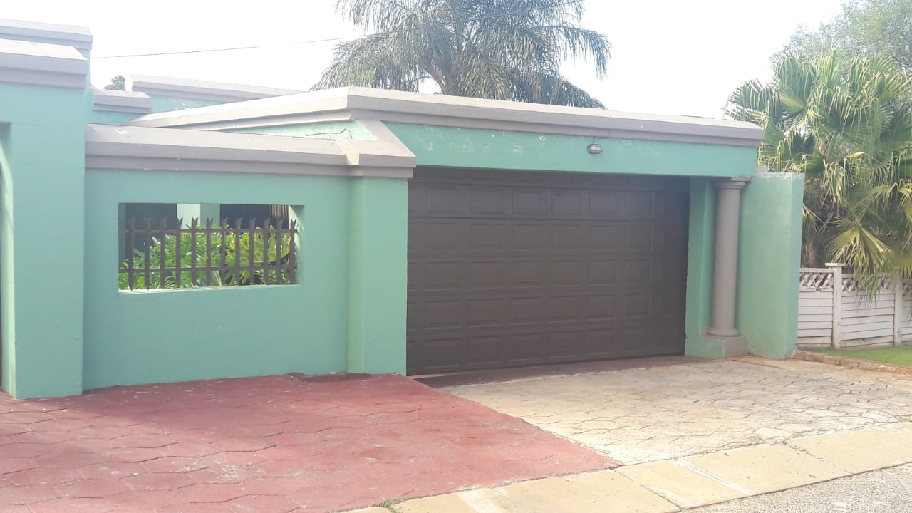 Beautiful 3 bedroom family home for sale in Wespark!