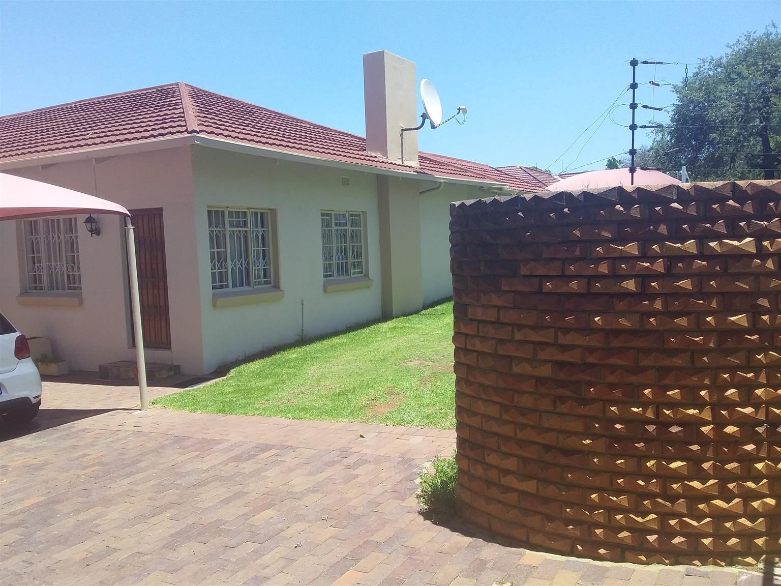 Lovely family home in Edenvale Avenues...