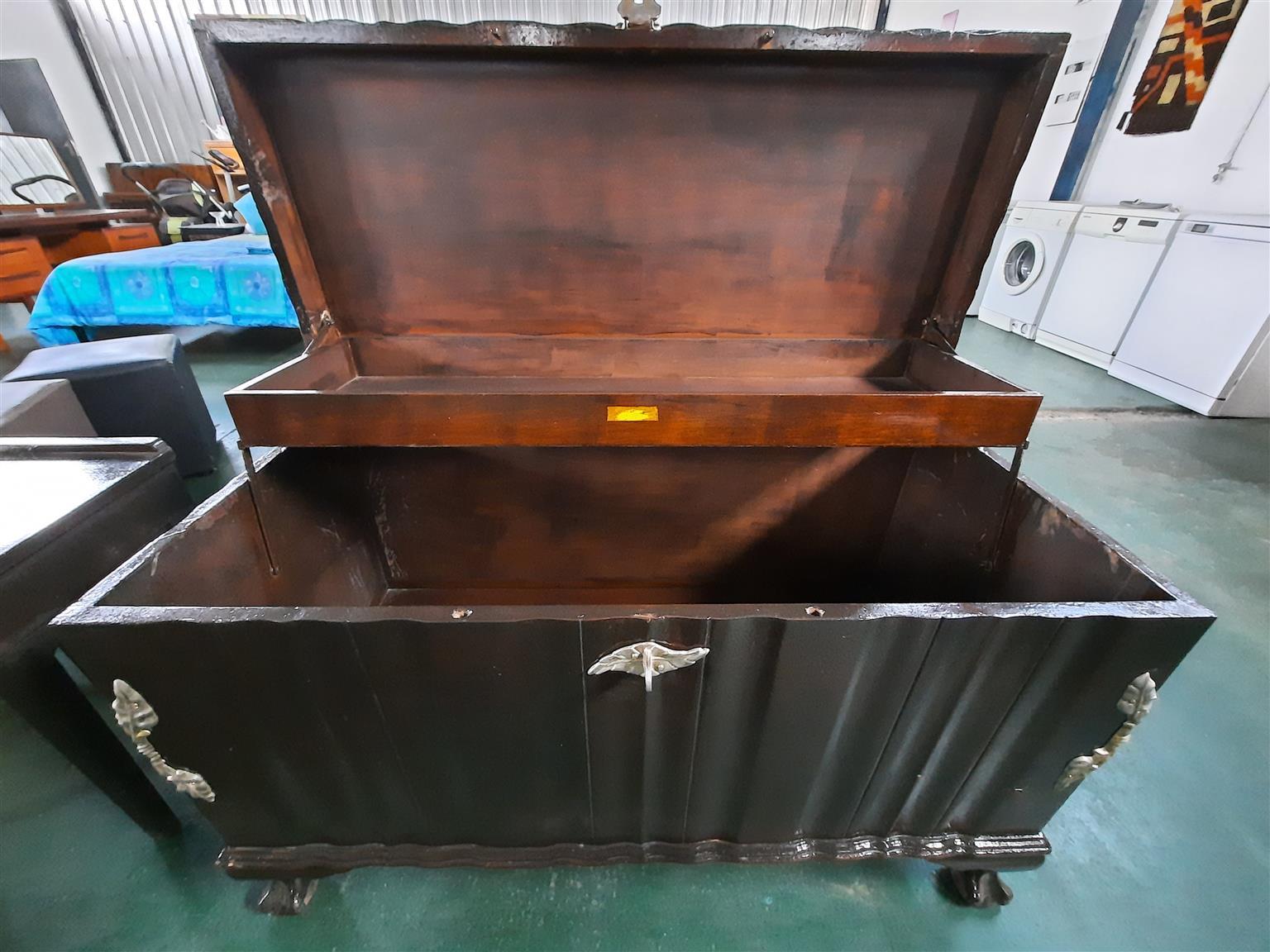 Wooden Kist R1500