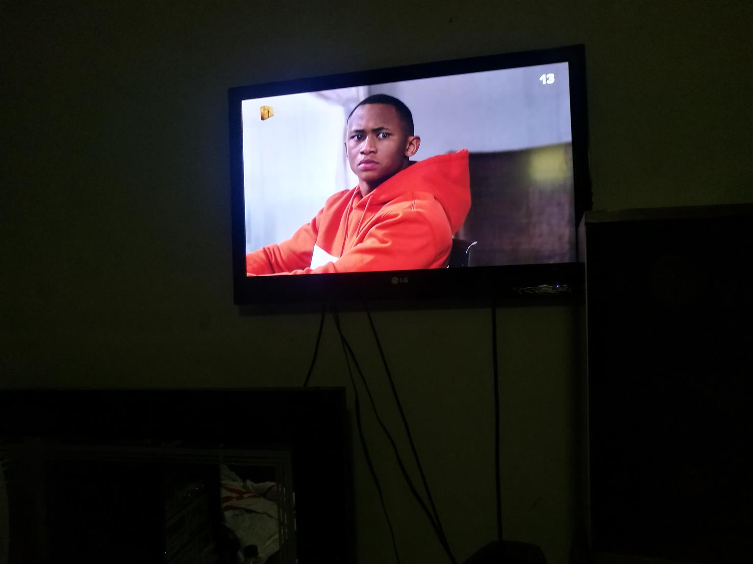 LG TV, 32 CM, Excellent condition (This add has been sold)