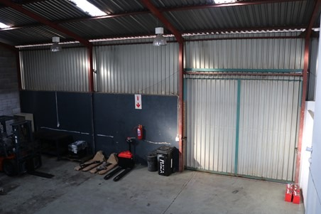 Commercial For Sale in Anderbolt