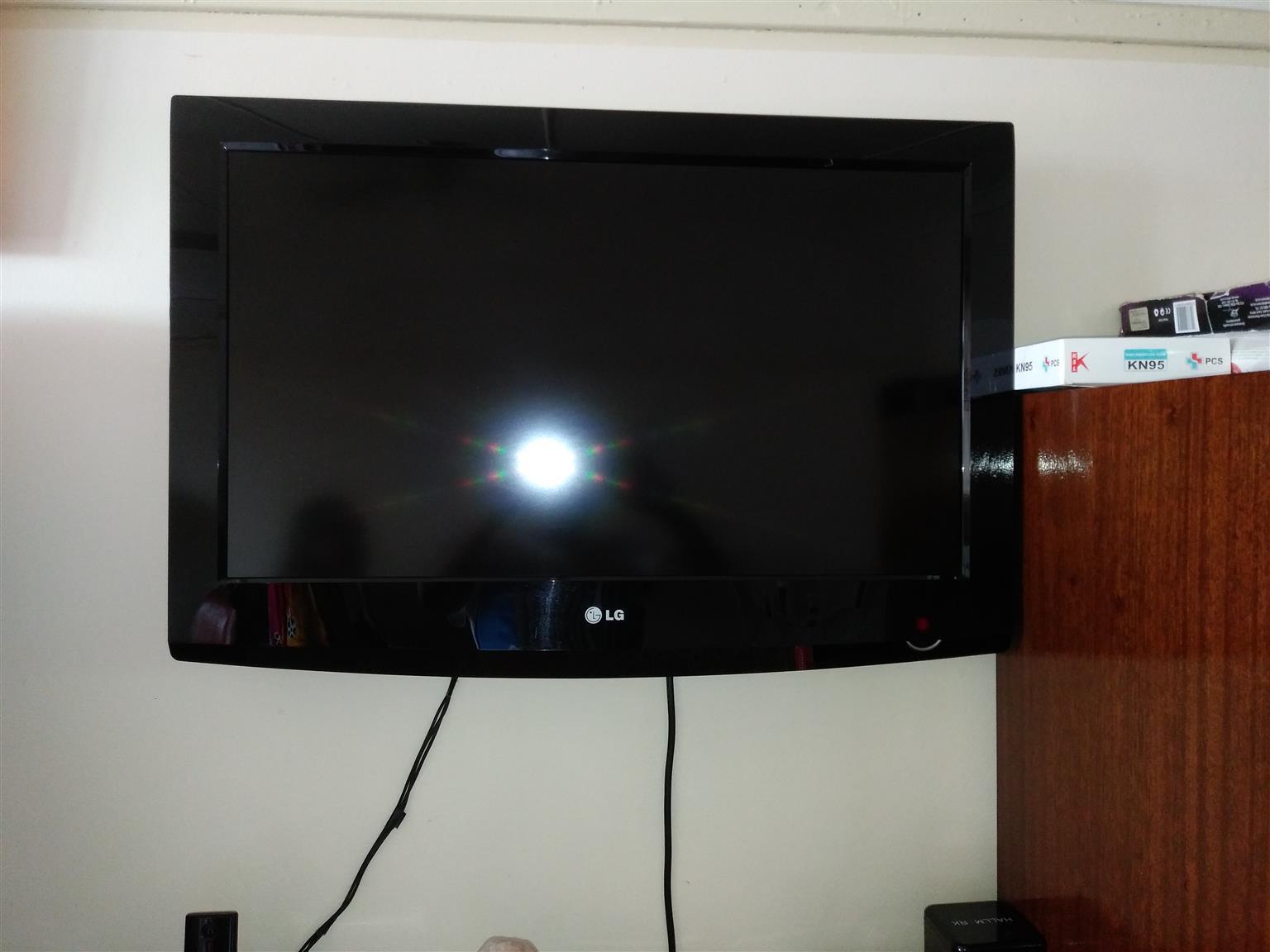 LG Flat Screen TV 32 Inch