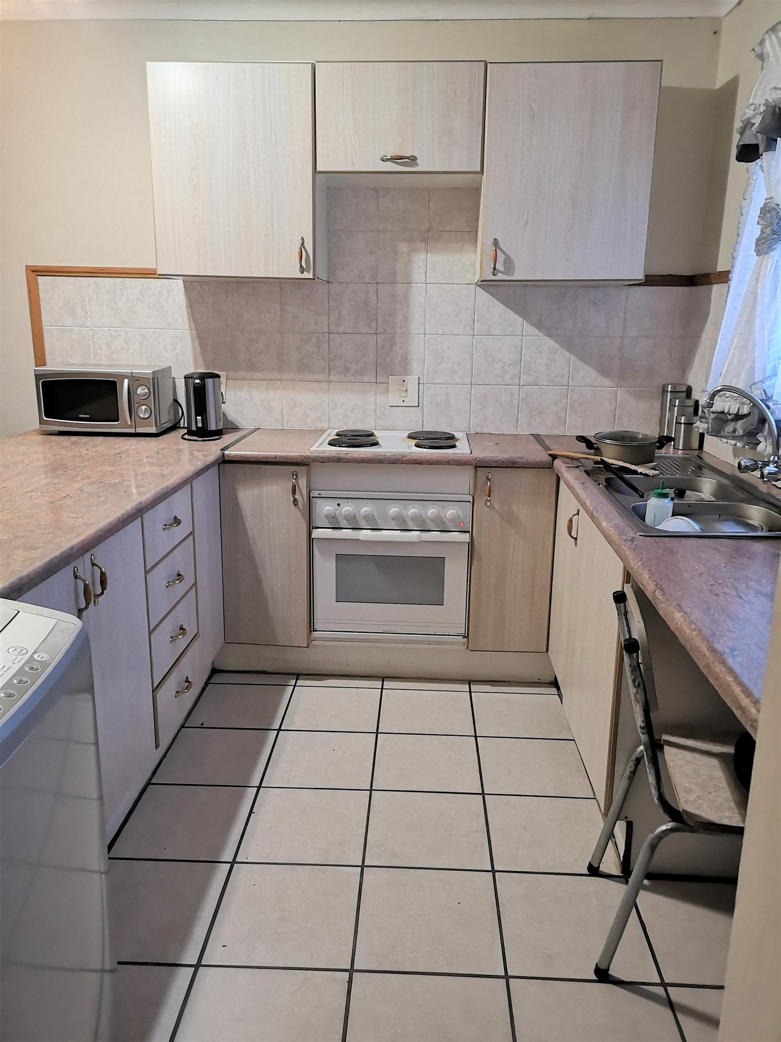 Neat and cosy 2 bedroom top unit in a complex