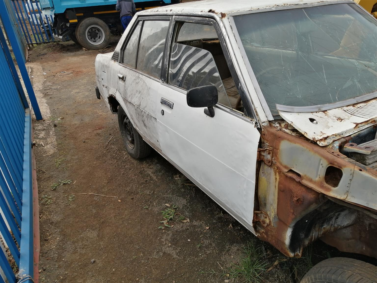 Stripping Toyota corolla rear wheel drive for spares with 2t auto box