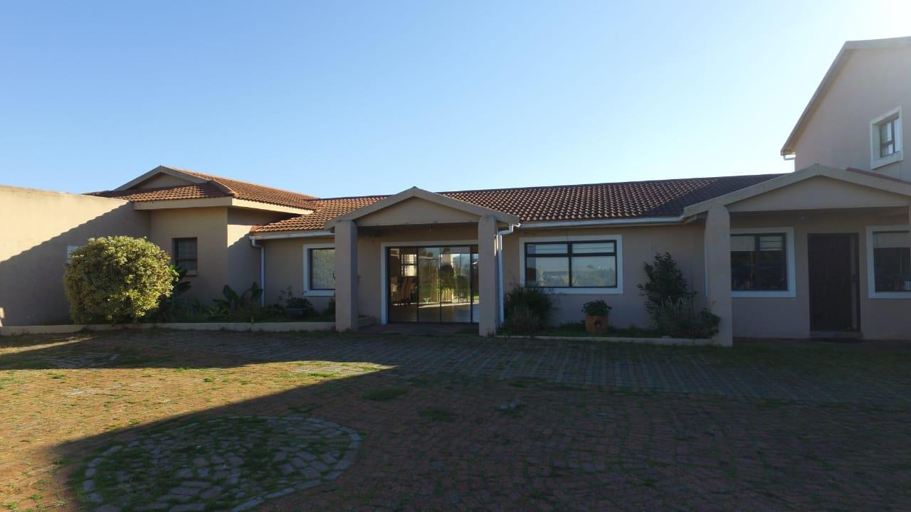Small Holding For Sale in Aalwyndal