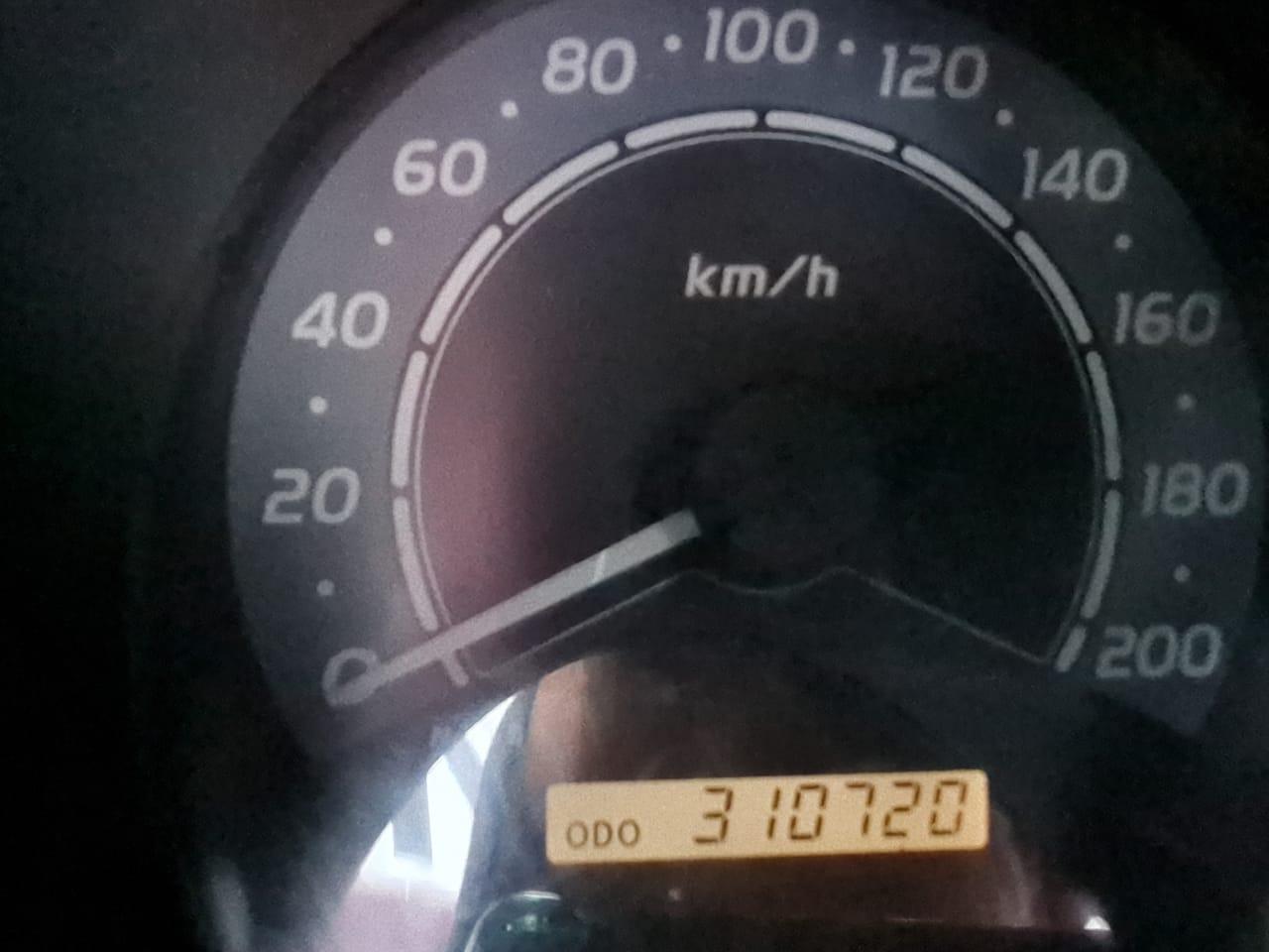 2005 TOYOTA HILUX 2.5 D-4D S/CAB