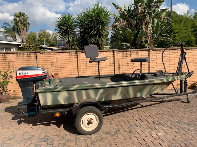 Splash bass boat