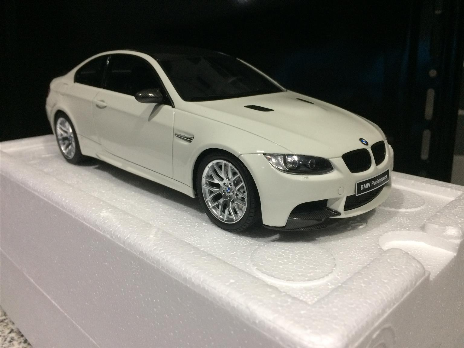 bmw e92 m3 model car - 1:18 - new in box - collectors item