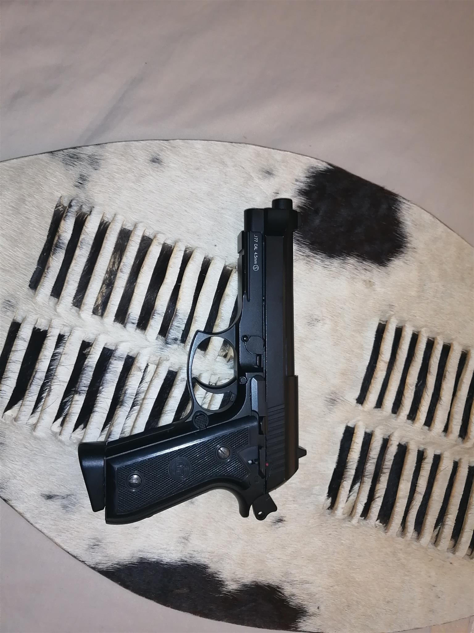 Beretta airsoft gun