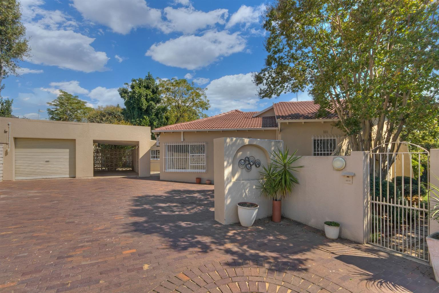 House For Sale in Sunningdale