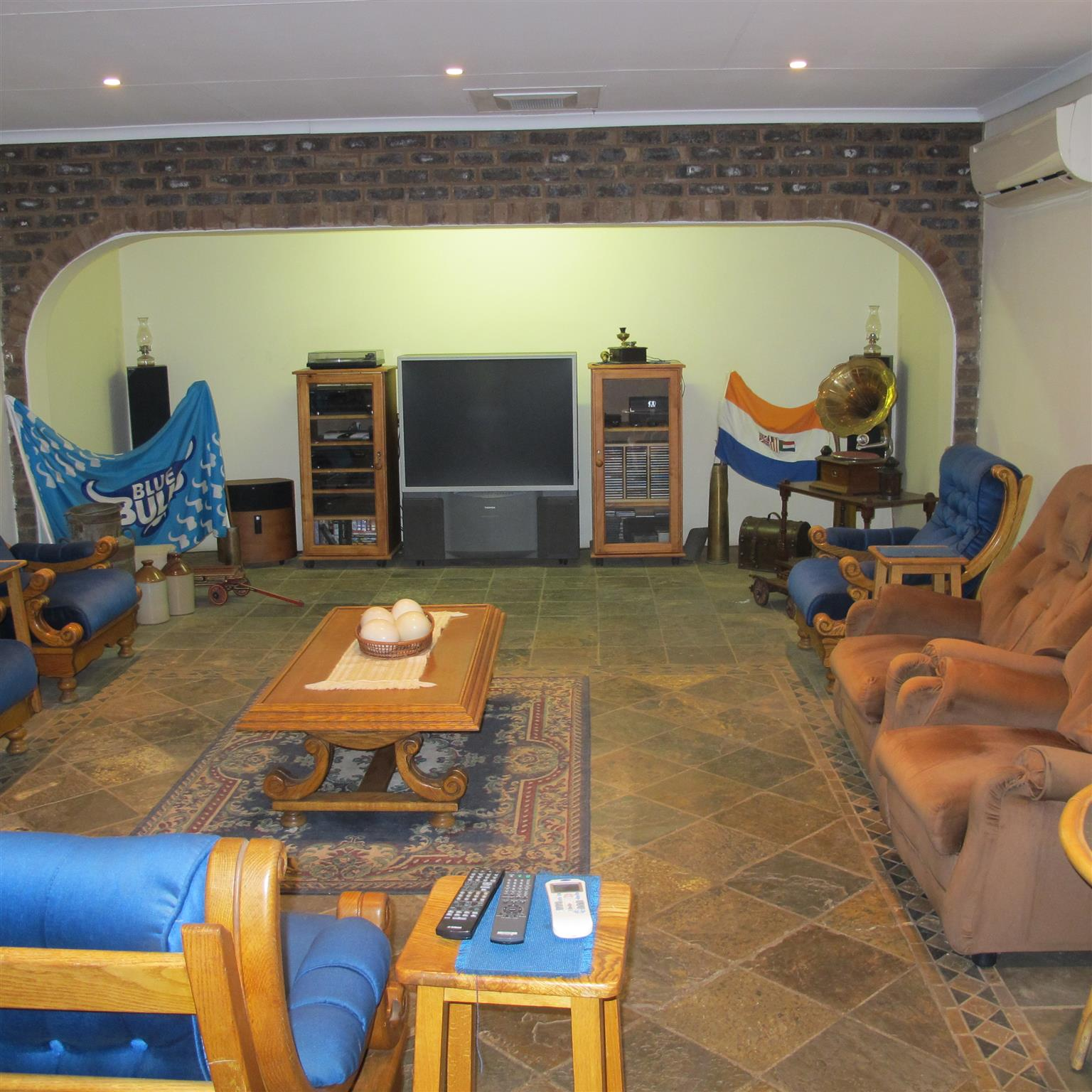 Spacious and well maintained property with 2 houses near Hornsnek