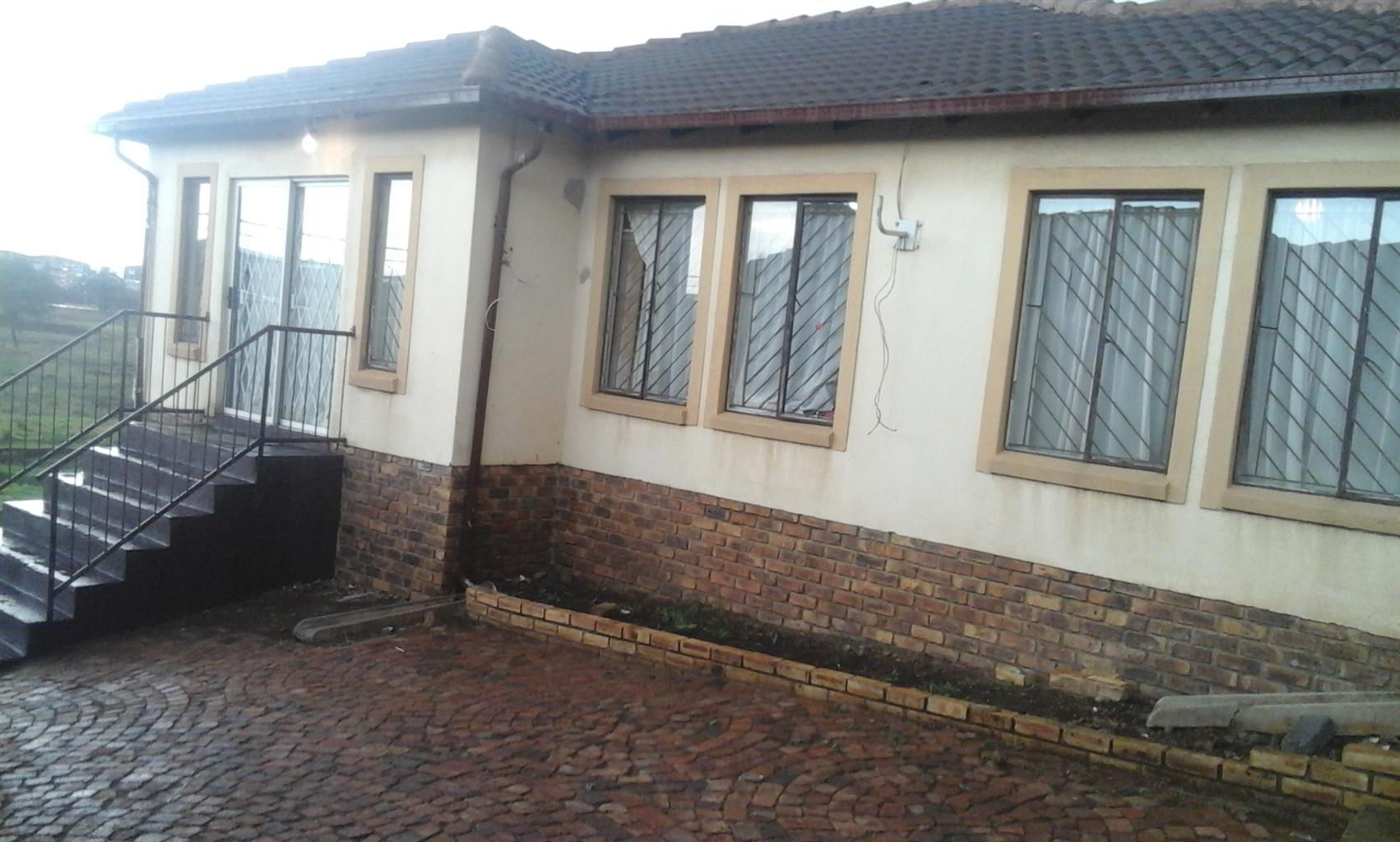 3 Bedroomed house to let in Clayvile