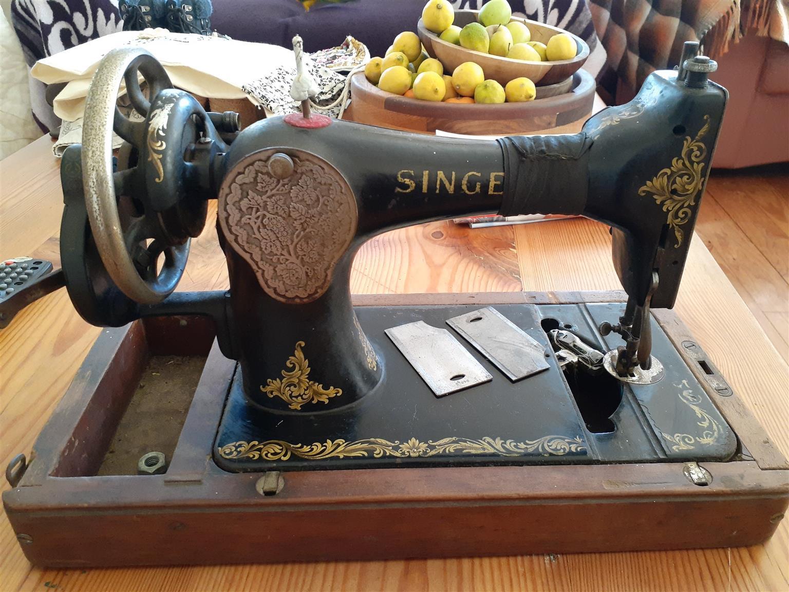 Antigue Singer sewing machine