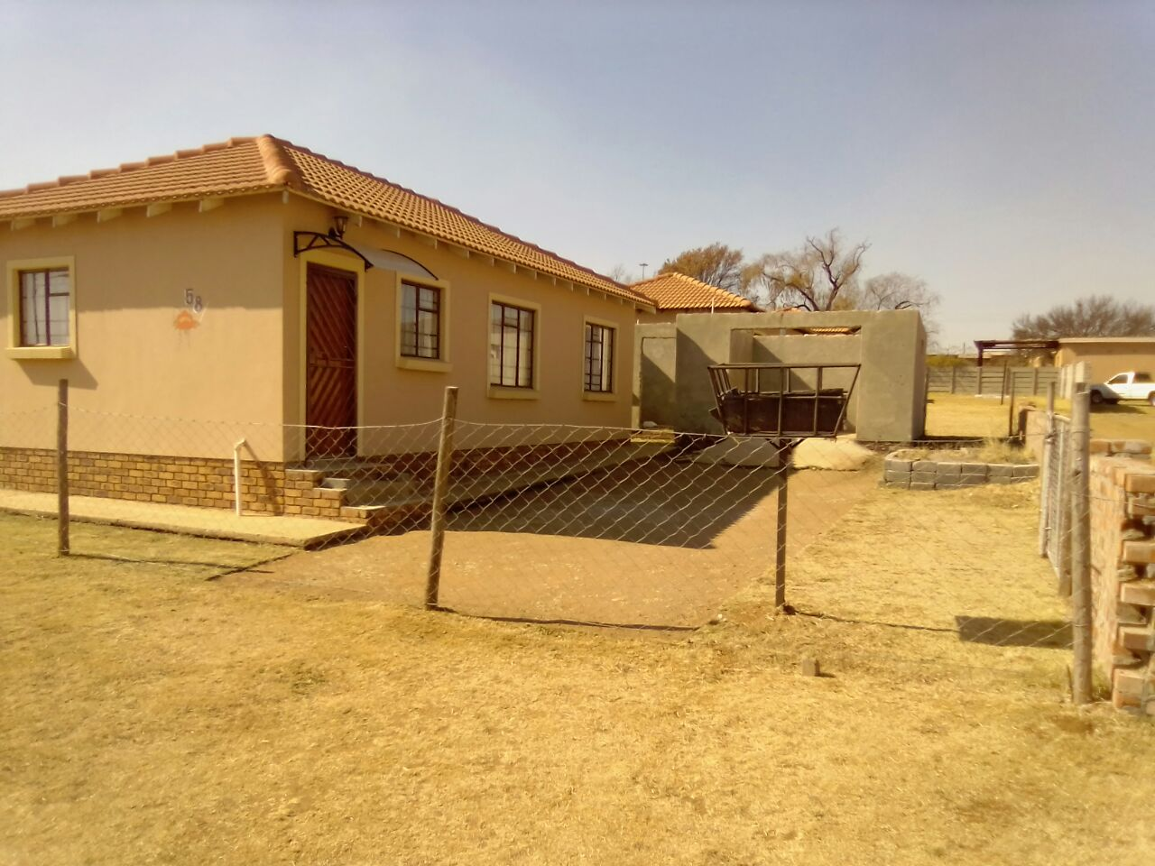 beautiful 3 bedroom house with 2 bathroom and the kitchen with a open space for sale