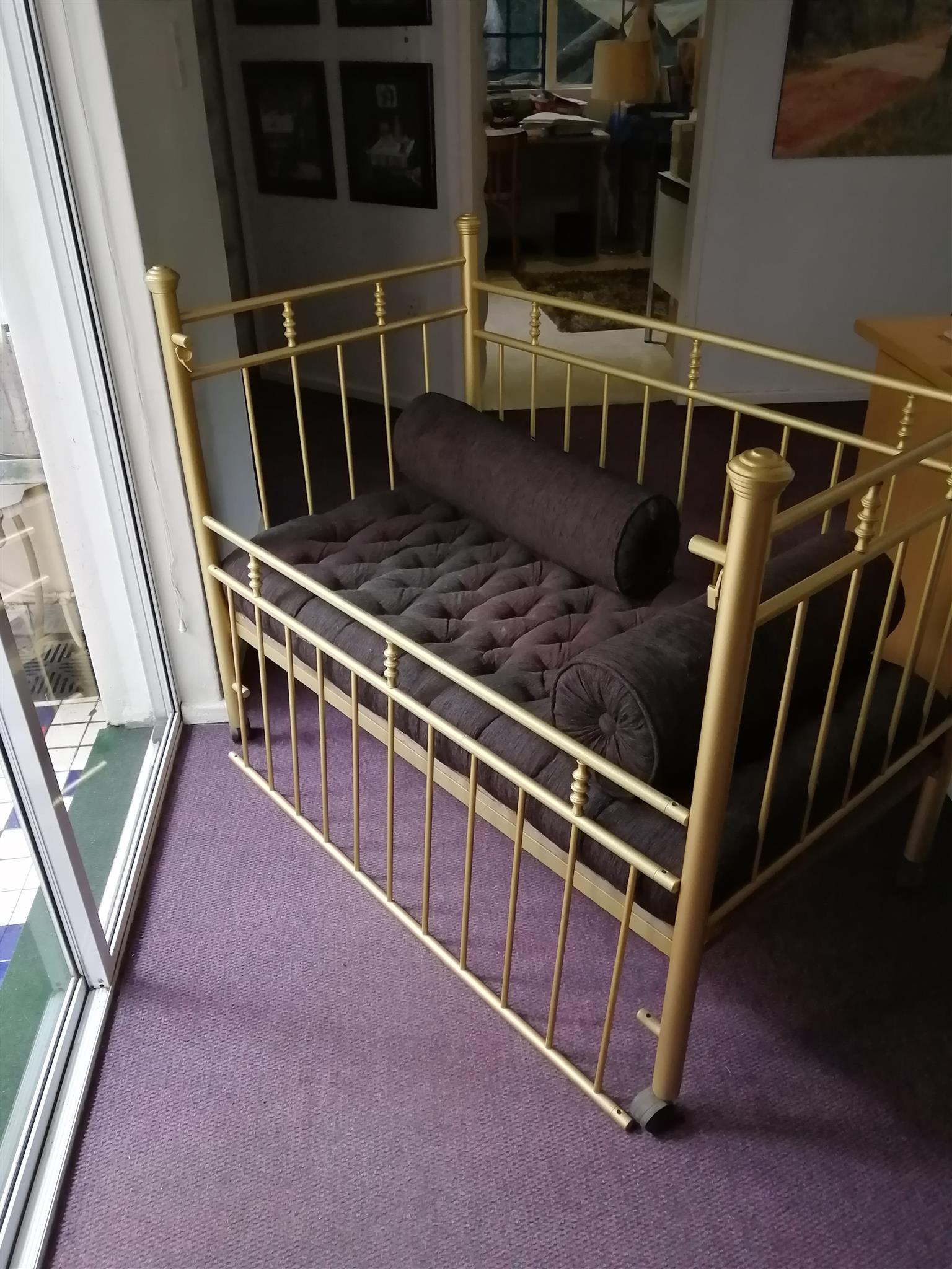 Metal cot for baby