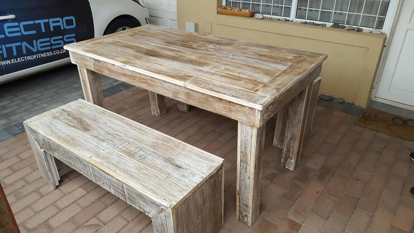Stunning custom made pallet furniture!!!