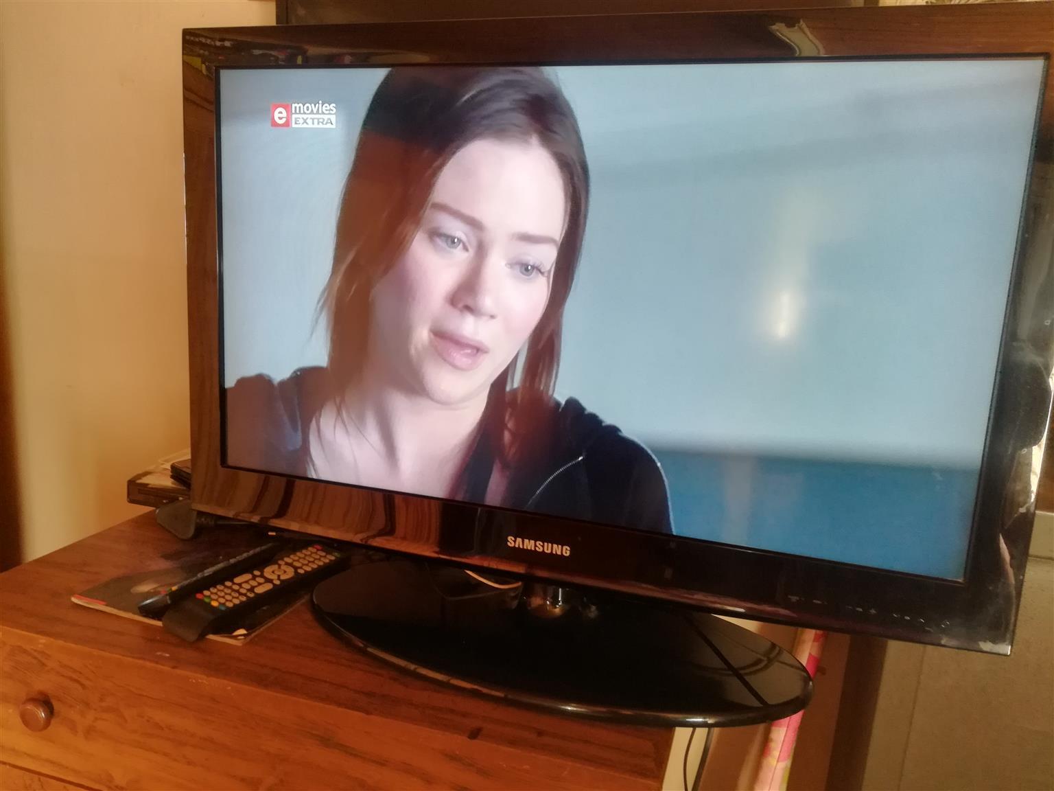 Samsung 32 inch HD ready TV met remote