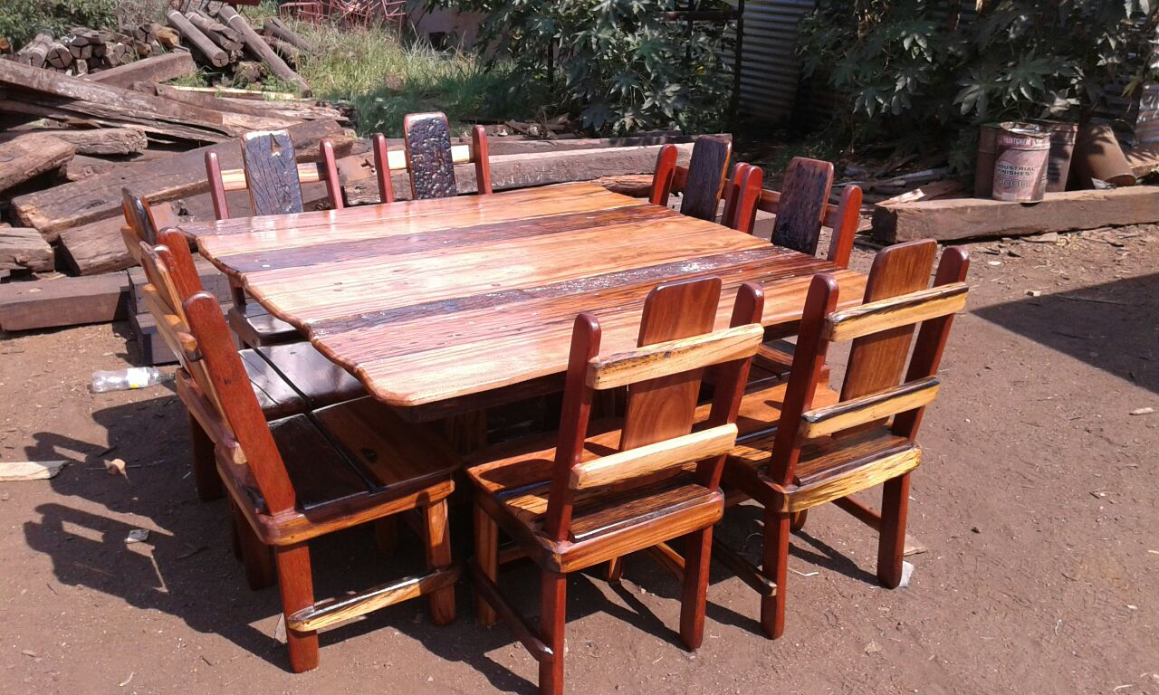 Sleeper 8 sided table with 8 chairs and slate incert
