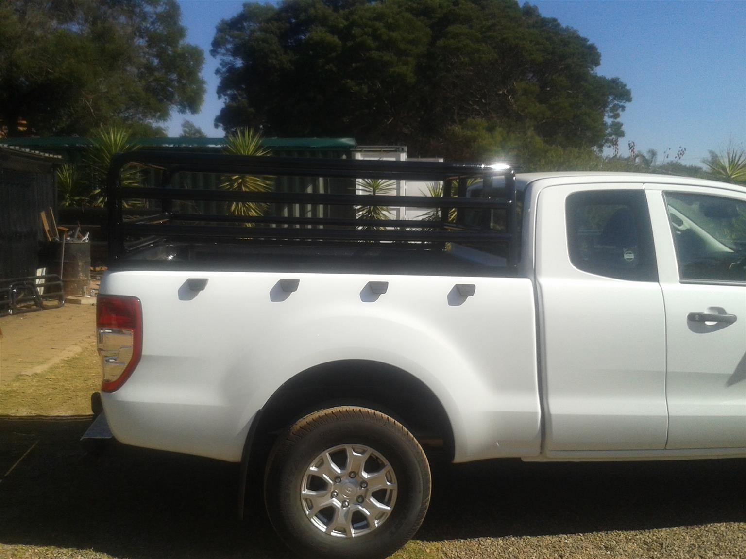 Ford Extended cab tralie / cattle rail