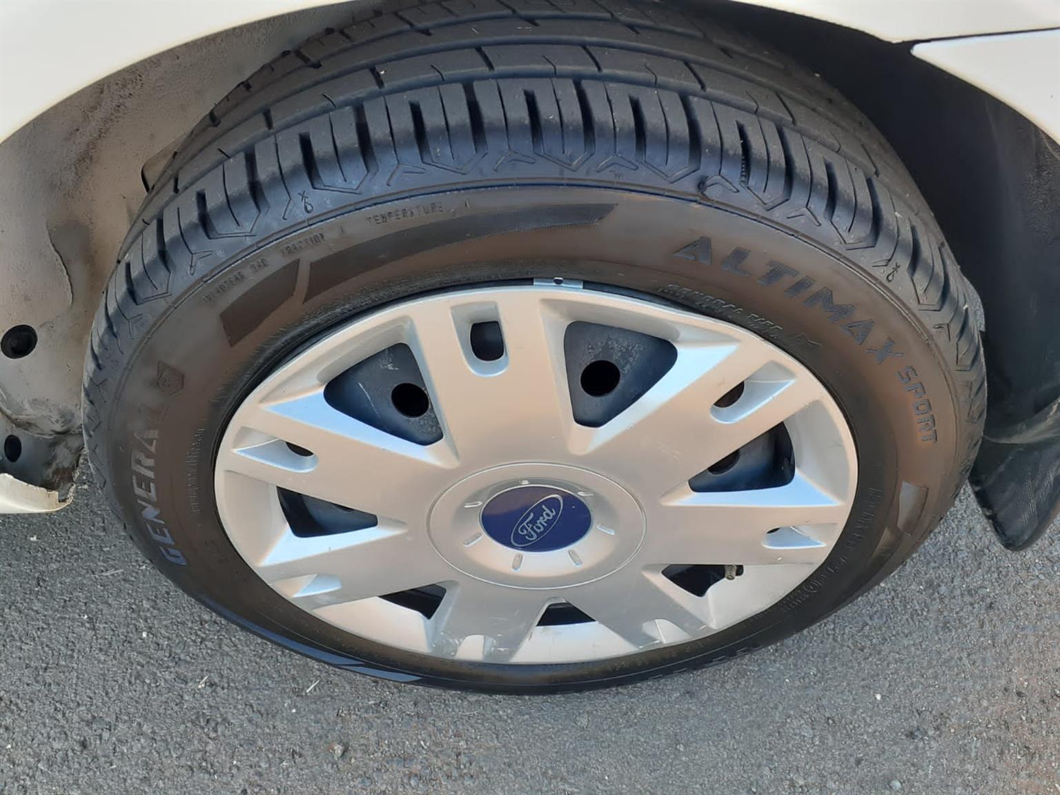 2013 Ford Ikon 1.6i
