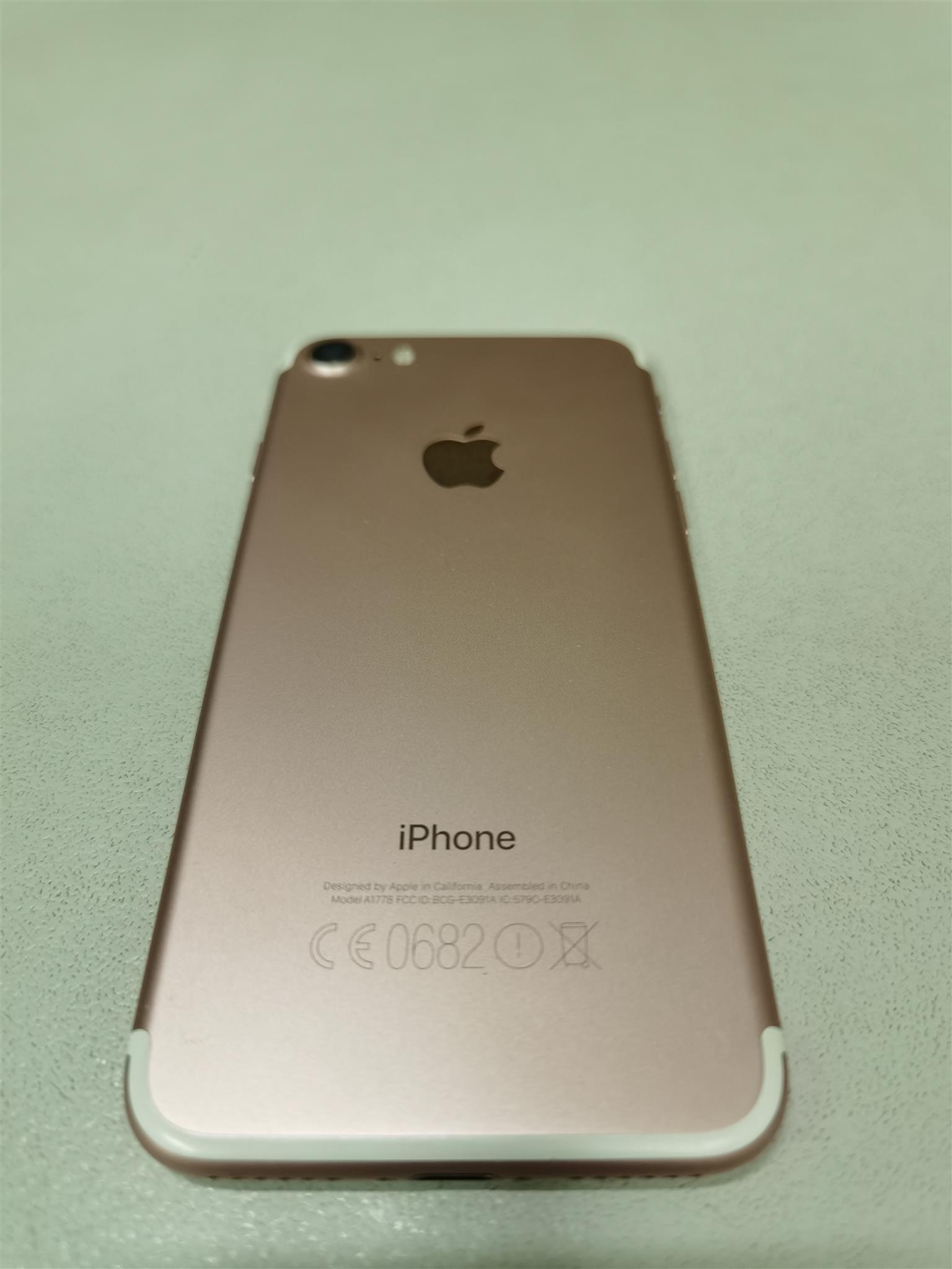 Apple iphone 7 32gb Rose gold in the box price not negotiable