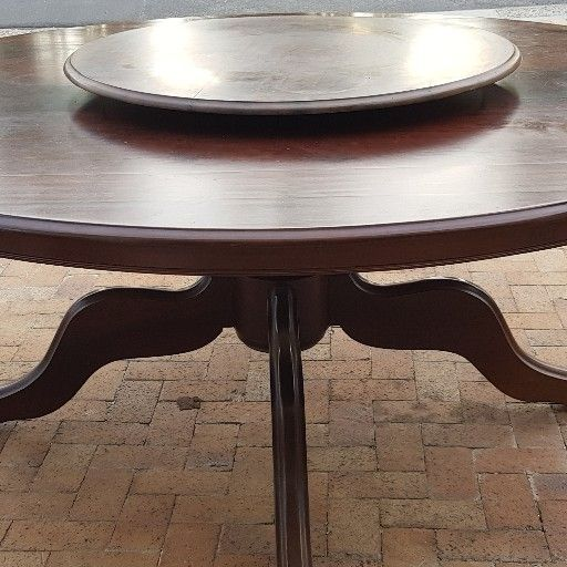 8 seater round table