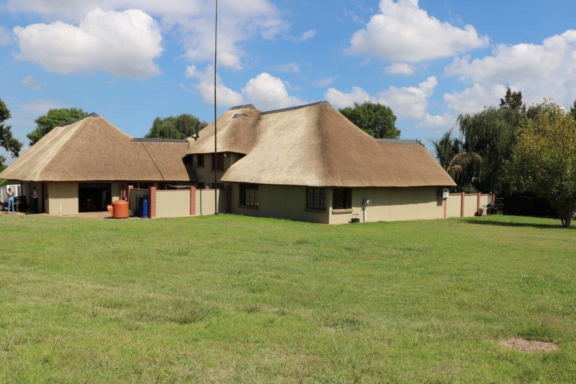 Farm For Sale in Knoppieslaagte