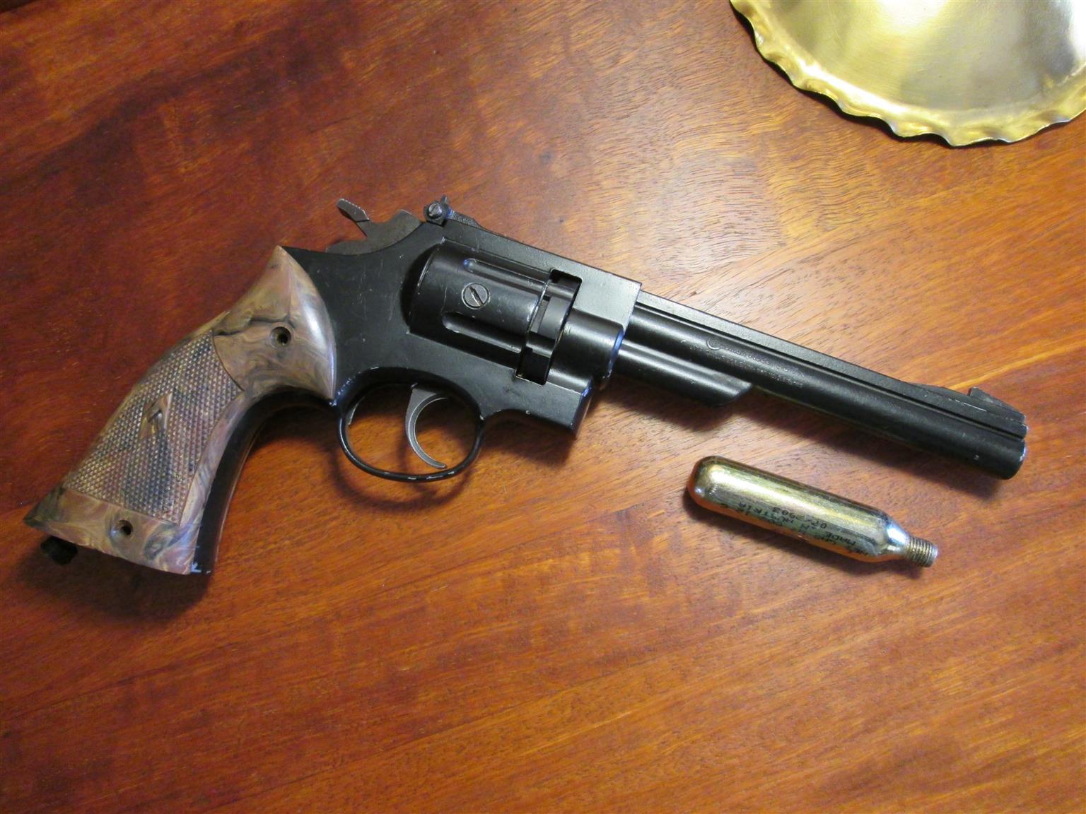 Crosman 38T Target: vintage CO2 pellet air-pistol, air-revolver, air-gun, air-rifle, functional