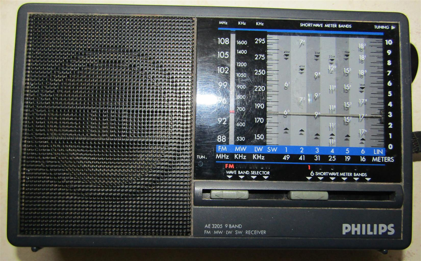 Philips AE3205 9-Band Portable Radio ***Needs Attention***