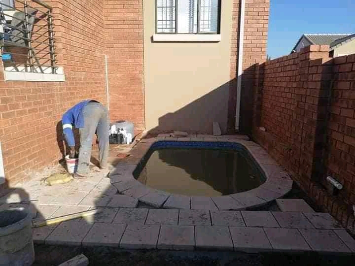 Eddie's constructions, pools and Lapa