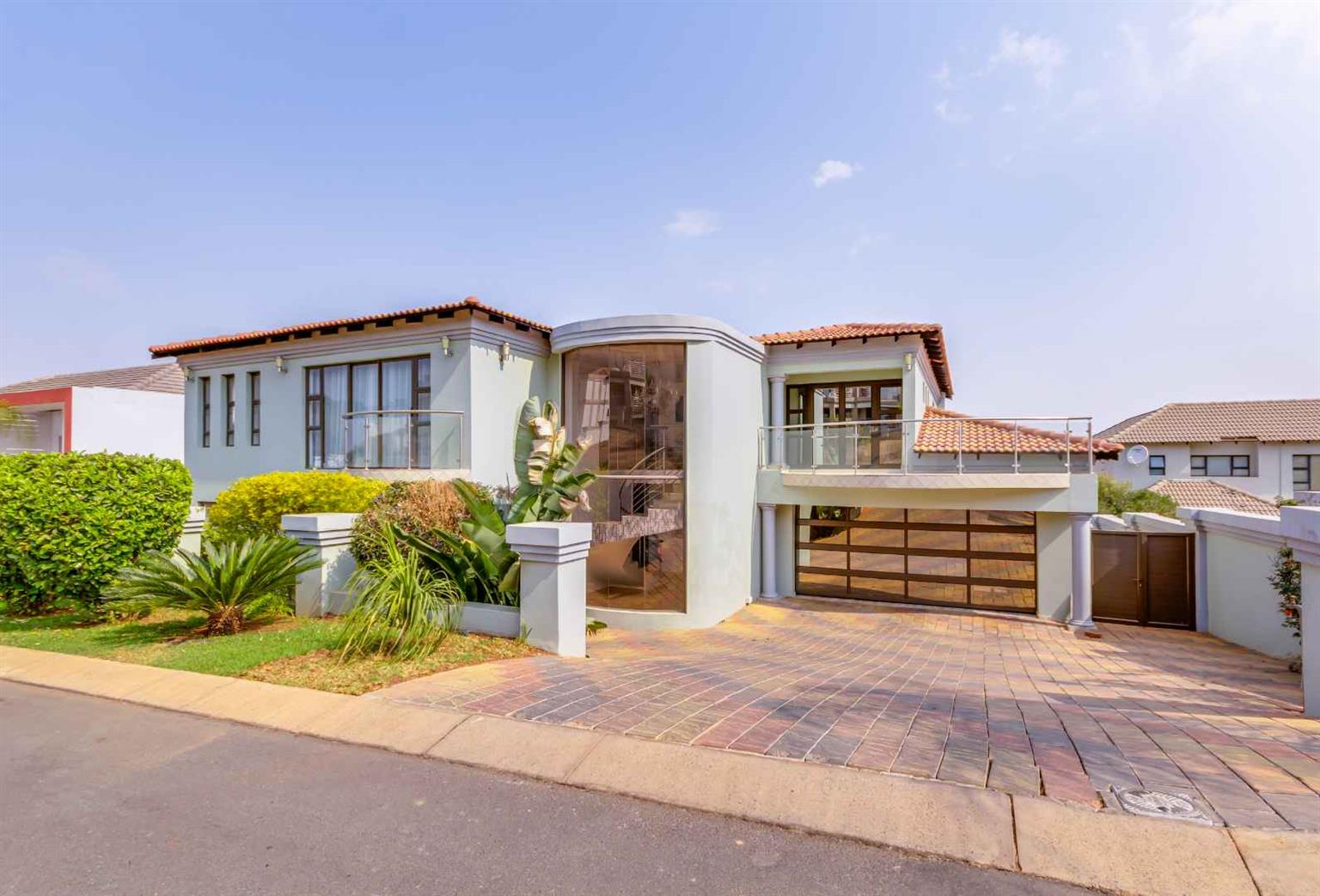 House For Sale in Kosmos Ridge