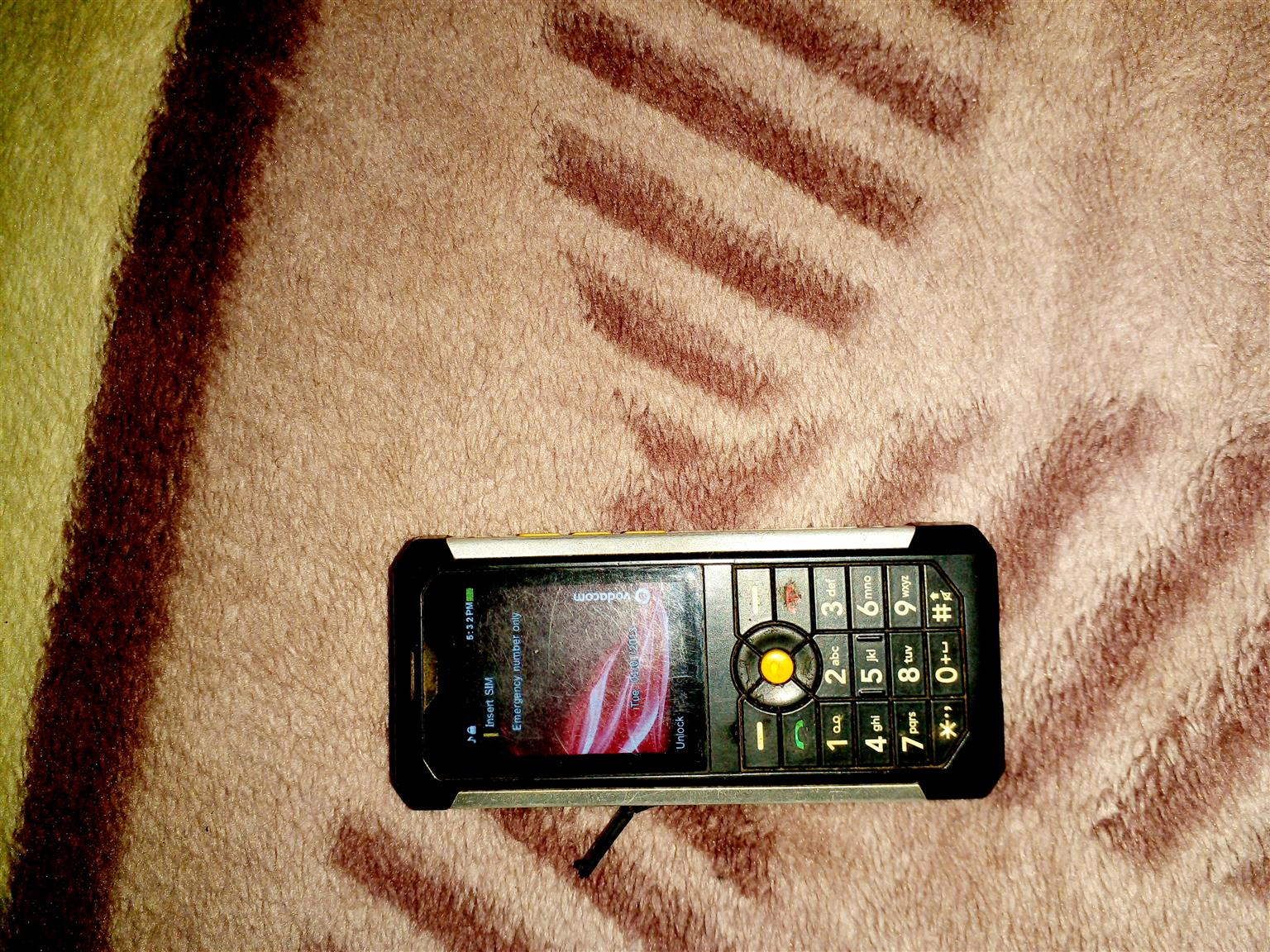 Cat b100 cellphone in working condition good batyery life for sale